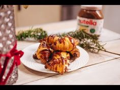 Nutella®-val töltött croissant - Lila füge: Havas Dóra - YouTube Croissant, Nutella, Meat, Chicken, Youtube, Crescent Roll, Crescent Rolls, Youtubers, Breakfast Croissant