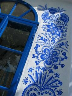 90 Year Old Grandma Turns Small Village Into Art Gallery With Hand Painted Flowers Pintura Exterior, Flower Ornaments, Old Street, Motif Floral, Street Artists, House Painting, Blue Flowers, Unique Art, Wall Murals