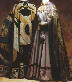 The cloak on the right is very nice.  It's a repro silk brocade with gold threads spun on membrane.  Lovely.