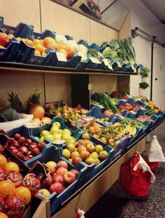 Wer für ein leckeres Weihnachts- oder Silvesteressen frische Zutaten benötigt, sollte unbedingt bei Insel Groß- und Einzelhandel / Markt 15 in Heringsdorf vorbeischauen - unsere Empfehlung der Woche. Übrigens gibt es dort auch viele köstliche & schöne Geschenk- & Mitbringselideen. Vegetables, New Years Eve Food, Retail, Fresh, Island, Vegetable Recipes, Veggies