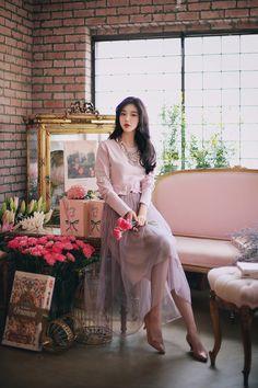 daily 2018 feminine& classy look Korean Fashion Trends, Asian Fashion, Girl Fashion, Fashion Looks, Fashion Outfits, Fashion Design, Europe Fashion, Pretty Asian, How To Look Classy