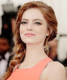 "Faded red/medium auburn, messy/braided hair ""I love her makeup. #hoodedeyesmakeup http://crazymakeupideas.com/tips-for-summer-makeup/"""