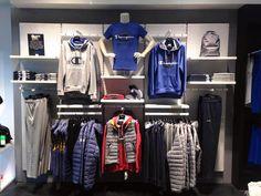 Clothing Store Interior, Clothing Store Displays, Clothing Store Design, Visual Merchandising Fashion, Decoration Vitrine, Showroom Interior Design, Store Layout, Wear Store, Shirt Sale