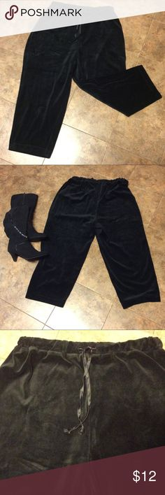 """Plus Size Black Velour Pants by Bobbie Brooks Nice Black Velour pants has satin drawstring,full wide leg pant, soft and cozy. Dress them up for a night out on the town or dress them down with a pair of tennis for a sporty vibe. 80%Cotton,20%Polyester,25 1/2"""" Inseam  Gently Worn,Excellent Condition  Size 2XL(20) Bobbie Brooks Pants Boot Cut & Flare"""