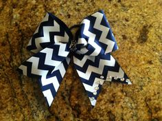 Savvy's Bowtique Follow her Instagram and Etsy! This bow is only $8!
