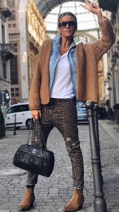 Ode to high street streetstyle fashion fashiontrends style fashionillustration Trendy Outfits, Winter Outfits, Fashion Outfits, Womens Fashion, Fashion Trends, Fashion Bloggers, Look Fashion, Winter Fashion, Trendy Fashion