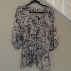 Banana Republic blouse Flowy floral gathered sleeved blouse Banana Republic Tops Blouses