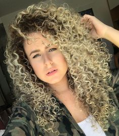 Layered Curly Hair, Long Curly Hair, Curly Hair Styles, Medium Curls, Short Curls, Curly Hair Problems, Trending Today, Long Locks, Layered Cuts