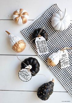 Domino, printable, Halloween, printable tags, stickers, Avery templates, Avery labels, freebies, Home decor, table setting, mini gourds, DIY Halloween, hand lettering, calligraphy