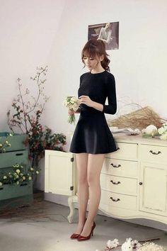 mini skirts and sexy legs Fashion Mode, Japan Fashion, Korean Fashion, Womens Fashion, Fashion Trends, Fashion Ideas, Girl Fashion, Pretty Asian, Beautiful Asian Women