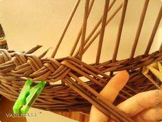 Поделка изделие Плетение Косичка из трех пар с тремя дополнительными трубочками; Бумага газетная фото 9