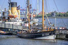 Impressionen aus dem Hafen: http://www.bilderwerk-hamburg.de/category/hamburg-motive/hamburg-hafen/