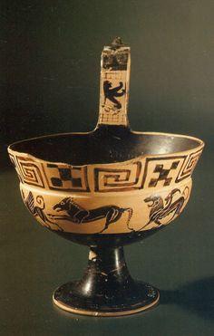 """Ceramica etrusca a figure nere Kyathos pontico attribuito al """"Pittore di Amphiaraos"""" 530-525 a.C."""