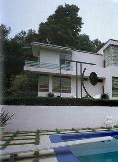 home of studio art director, Cecil Gibbons. Architecture Details, Architecture Design, Bauhaus Architecture, Art Deco Home, Home Art, Santa Monica, California Architecture, Streamline Moderne, Art Deco Buildings