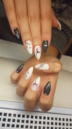 Over 20 elegant nail art designs for real ladies - Nageldesign & Nailart Cute Nails, Pretty Nails, Hair And Nails, My Nails, Elegant Nail Art, Nagellack Trends, Best Nail Art Designs, Acrylic Nail Art, Flower Nails