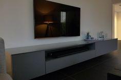 Zwevend tv meubel op maat antraciet grijs met open vak voor sonos soundplaybar
