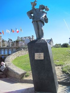 #AlfredHitchcock #statue in #Dinard #seaside #resort in #Brittany #France