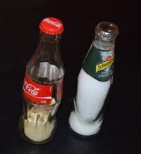 Pfeffer- und Salzstreuer aus Glasflaschen basteln - Gewürzstreuer basteln