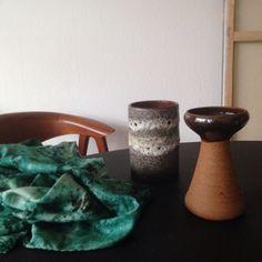 Bliver helt høj når jeg finder de fineste skatte i genbrug - og så endda til sølle 80 kr. ialt. Selvom der er langt imellem de gode fund efterhånden. #genbrugsbutikker #genbrugsfund #skatte #genbrug #keramik #batik #vase #lysestage #silketørklæde #westgermanypottery #føroyastentoy