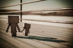 Everybody knows how to love but few people know how to stay in love with one person forever .