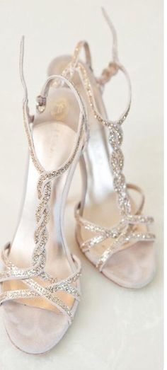 gold wedding shoes www.weddingchicks… gold wedding shoes www. Wedding High Heels, Sparkly Wedding Shoes, Prom Heels, Bridal Shoes, Bridal Sandals, Purple Wedding, Cute Shoes, Me Too Shoes, Mediterranean Wedding