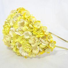 Vintageinspireret hat med blomster i gul