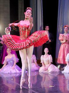 Alexandra Kazakova in Moscow Ballet's famous Kissy Doll tutu designed by Dennis Ballard Tutu Ballet, Ballet Poses, Ballerina Dancing, Ballet Dancers, Ballerina Tutu, Ballerina Project, Ballet Costumes, Dance Costumes, Boris Vallejo