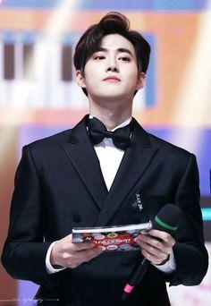 ของกันและกัน, Red carpet or runway in every way. Kaisoo, Exo Minseok, Kim Jongdae, Baekhyun Chanyeol, Park Chanyeol, Kris Wu, Luhan And Kris, Let You Go, Exo Songs