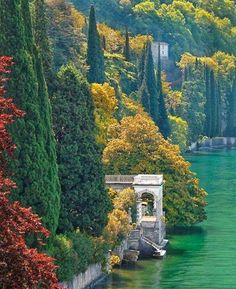 Lago di Como ~ Italy - Lake Como - a 'must' visit for anyone going to Italy! Italy Vacation, Vacation Spots, Italy Travel, Italy Trip, Vacation Deals, Beautiful Places To Visit, Wonderful Places, Amazing Places, Places To Travel