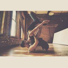 Position yoga à deux