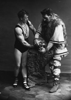 """CIRCUS: German strongman Eugene Sandow and Goliath wrestling with """"a bear."""" (1910) Unbelievably Haunting Vintage Photos From The Circus"""