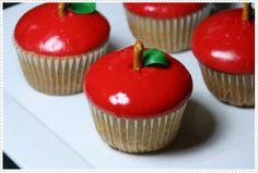 Appel-cupcakes- het is voedselkunst maar ook een lekkere cupcake was kiezen bij welk bord ik dit plaatje ging doen :) :) :)