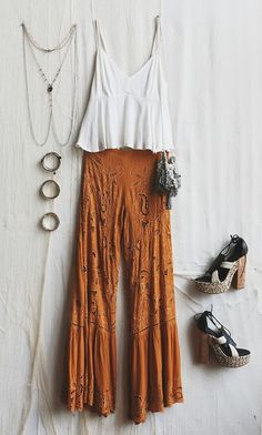 What to Pack: Honeymoon Essentials Boho Chic Bohemian Boho Stil Hippie Hippie Chic Bohème Vibe Zigeuner Mode Indie Folk Outfit╰ ☆ ╰ Mode Indie, Boho Mode, Boho Outfits, Fashion Outfits, Hippie Chic Outfits, Bohemian Outfit, Bohemian Chic Fashion, Gypsy Style Outfits, Boho Dress