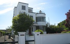 Up for auction: Melville Aubin-designed Sunpark art deco property in Brixham, Devon (price update) on http://www.wowhaus.co.uk