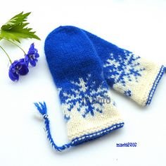 Ravelry: Vinterstorm votter pattern by MaBe Mittens Pattern, Mitten Gloves, Knitted Hats, Wrist Warmers, Hand Warmers, Hand Knitting, Knitting Patterns, Fingerless Mitts, Tejidos