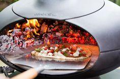It's Pizza Time, with Forno by morsø http://morsoe.com/de/outdoor #pizza #oven #morsø #danish #design #summer