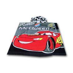 Ves a la última en la playa o la piscina con este original poncho de la película Cars. Un producto de calidad con el que ser el más original de tus amigos de la mano del valiente Rayo McQueen.