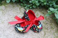 lovely handmade shoes for baby. eco felt birds red ribbon and love by ramblinrosedesigns on etsy