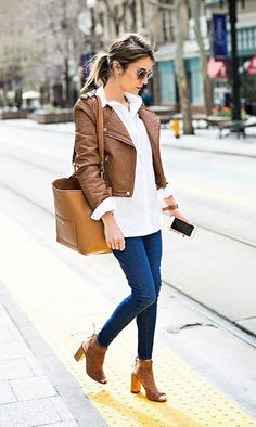 Jeans com camisa branca // white shirt, jeans, brown leather jacket, purse and peep toe slingback booties. i need that bag Mode Outfits, Dress Outfits, Casual Outfits, First Date Outfit Casual, Casual Shoes, First Date Outfits, Prom Dresses, Dress Clothes, Office Outfits