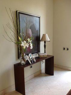 Pequeño jarrón de liliums en el recibidor. Decora tu hogar con liliums #decoración #flores #lilium