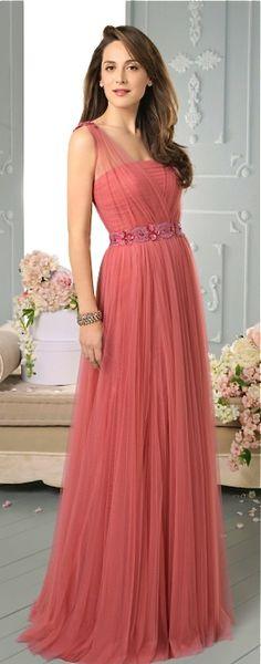 Sugestões e dicas incríveis para escolher seu vestido de madrinha para um casamento à noite. Tendências, cores e estilos para você se inspirar.