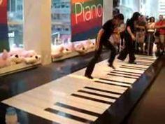 Two women play Bach´s Toccata & Fugue on a giant foot piano inside a toy store. Duas mulheres tocam Toccata e Fuga de Bach num piano gig. Le Piano, Grand Piano, Floor Piano, Robert Loggia, Jouer Du Piano, D Minor, Music Classroom, Classroom Ideas, Music Education