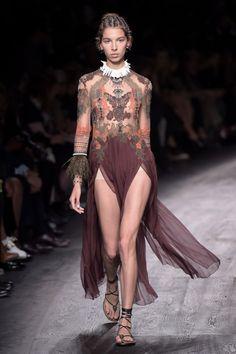 Valentino Spring 2016 Paris Fashion Week