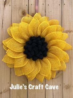 Sunflower Burlap Wreaths, Sunflower Crafts, Burlap Flowers, Wreath Crafts, Diy Wreath, Burlap Crafts, Wreath Making, Burlap Wreath Tutorial, Mustard Flowers