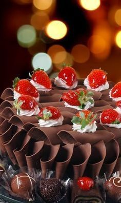 Chocolate: tasty and is good for health. Learn a recipe for chocolate chiffon cake! Chocolate Chiffon Cake, Dark Chocolate Mousse, Chocolate Heaven, Love Chocolate, Chocolate Lovers, Chocolate Cake, Beautiful Cakes, Amazing Cakes, Sweet Recipes