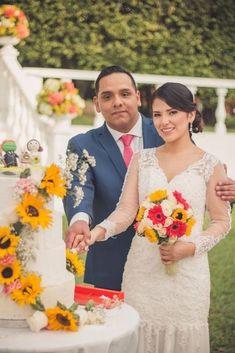 Un día mágico en el mes de las flores #matrimoniocompe #bodasperu #primavera #bodaenprimavera #primaveral #mesdelamorylaamistad Outfit Primavera, Wedding Dresses, Fashion, Fresh Flowers, Simple Wedding Gowns, Elegant Wedding, Beach Weddings, Bride Dresses, Moda