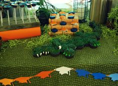 love the tablecloth and the green shreds for grass maybe do green tablecloth with burlap over it Alligator Party, Alligator Birthday, Dinosaur Party, Birthday Fun, Alligator Cake, Birthday Ideas, Alligator Cupcakes, Birthday Stuff, Crocodile Party