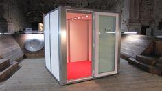 HomeStudio con la puerta totalmente acristalada, iluminación LED e incluye ventilación