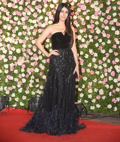 Warina Hussain looked pretty in her black outfit as she arrived for Kapil Sharma and Ginni's wedding Bollywood Celebrities, Bollywood Fashion, Bollywood Actress, Korean Fashion Dress, Fashion Dresses, Indian Bridal Outfits, Bollywood Wedding, Nice Dresses, Formal Dresses