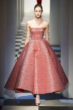 Oscar de la Renta at New York Fashion Week Fall 2017 - Runway Photos Oscar Fashion, Fashion Week, Fashion Photo, Runway Fashion, Stunning Dresses, Beautiful Gowns, Nice Dresses, Amazing Dresses, Popsugar